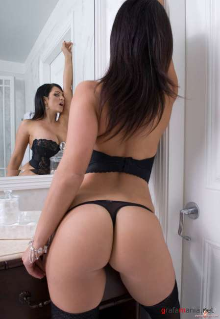 Denise Milani - Bathroom