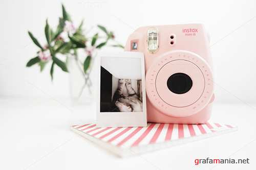 Camera Instax mini Pink / Hero image - Creativemarket 559213