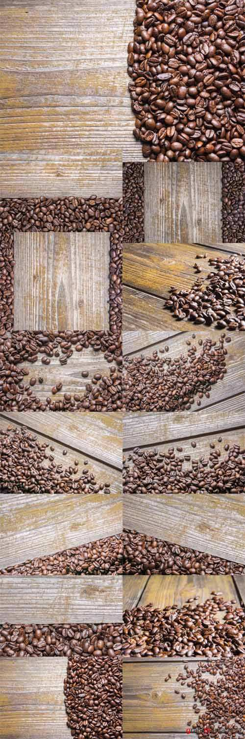 Photo Coffee Beans on Wooden Table
